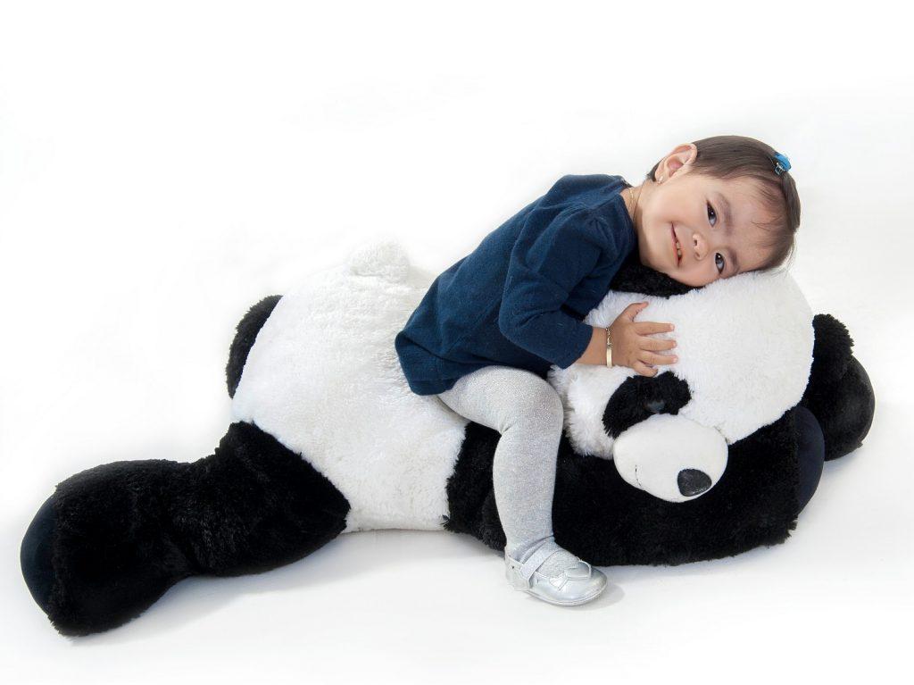 Lapsi ja Panda-nalle