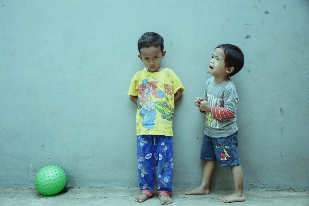 Kiukuttelevia lapsia