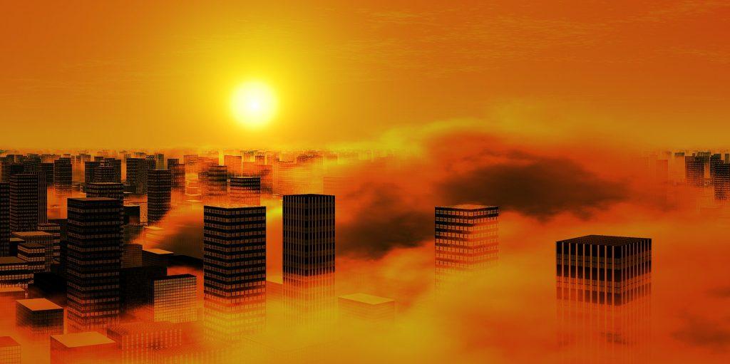 Savusumu suurkaupungissa auringon noustessa.