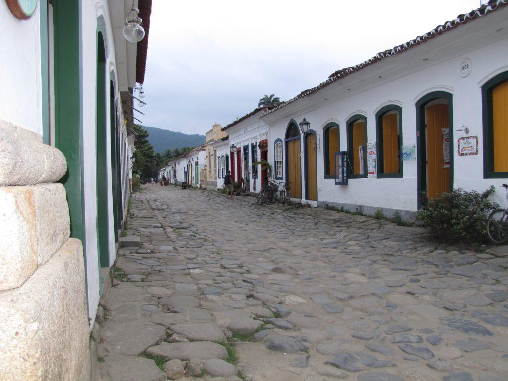 Paratyn rannikkokaupungin vanha keskusta kapeine kujineen on siirtomaa-ajalta.