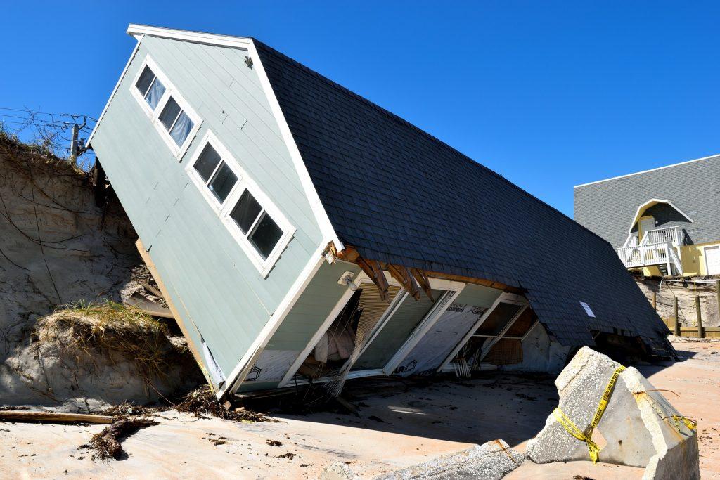 Talo on sortunut kaivantoon...